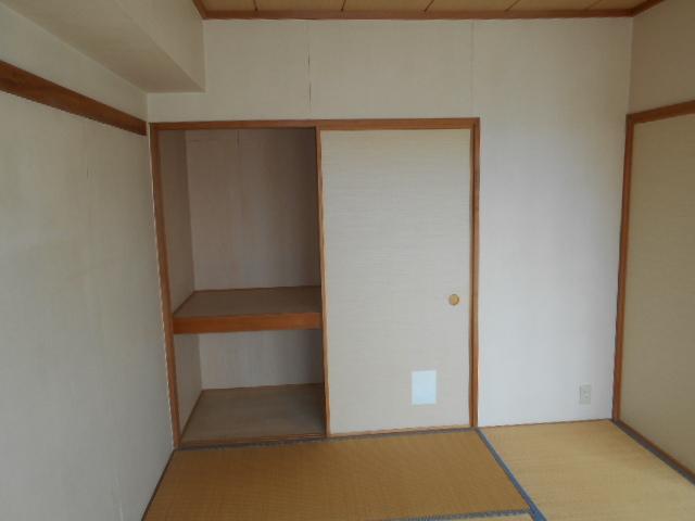 コスモ春日部豊春セカンドステージ 401号室の収納