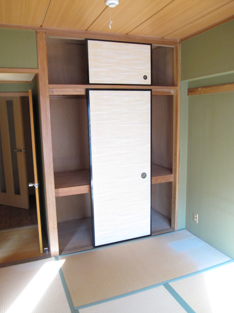エスカイア上尾 402号室の収納