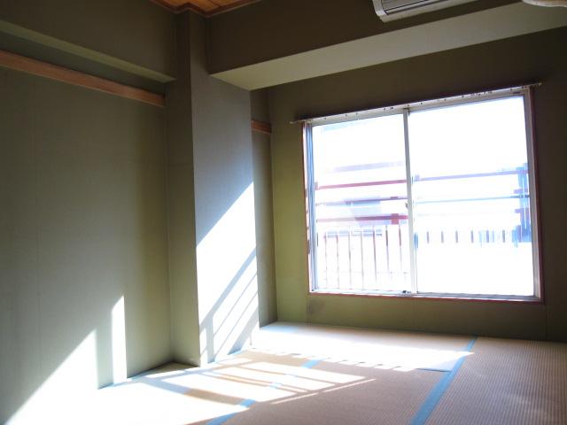 エスカイア上尾 402号室の居室
