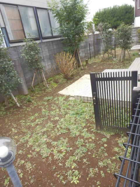 ヴェルドミール深沢E E1号室の庭