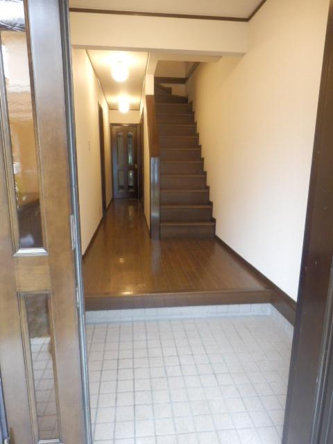 ヴェルドミール深沢E E1号室の玄関