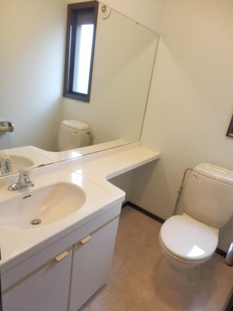 ヴェルドミール深沢E E1号室のトイレ