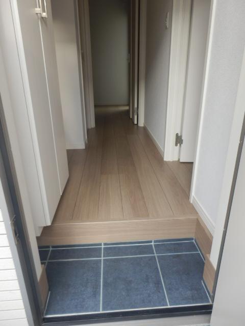 レフィナード尾山台 102号室の玄関