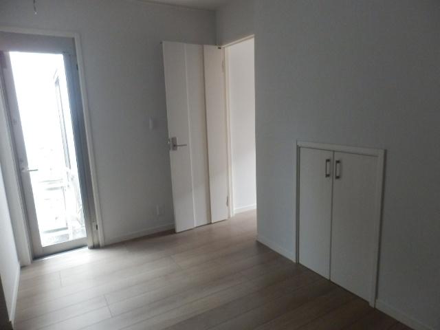レフィナード尾山台 102号室の居室