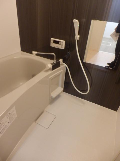 レフィナード尾山台 102号室の風呂