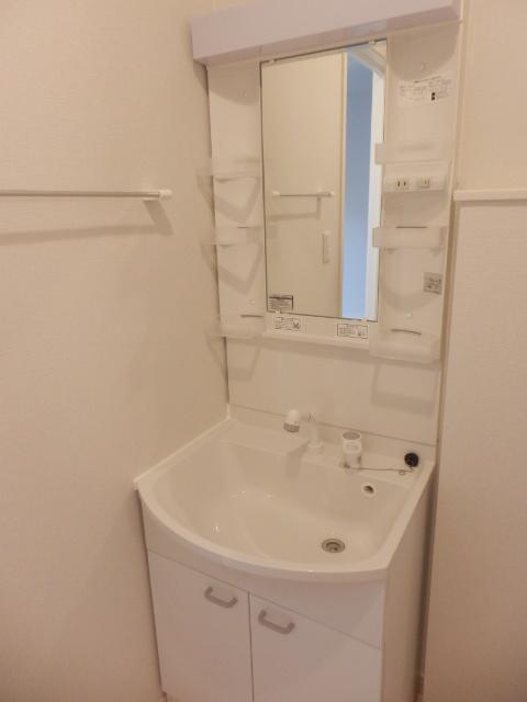 レフィナード尾山台 102号室の洗面所