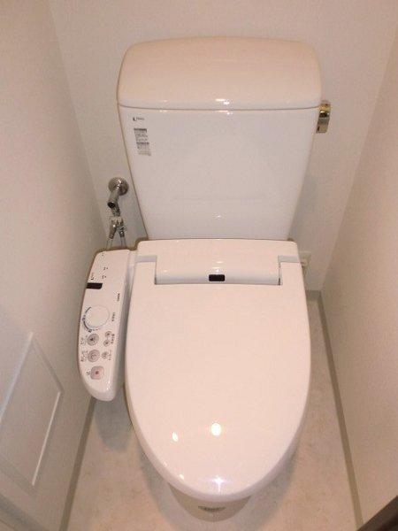 フェニシア学芸大学 604号室のトイレ