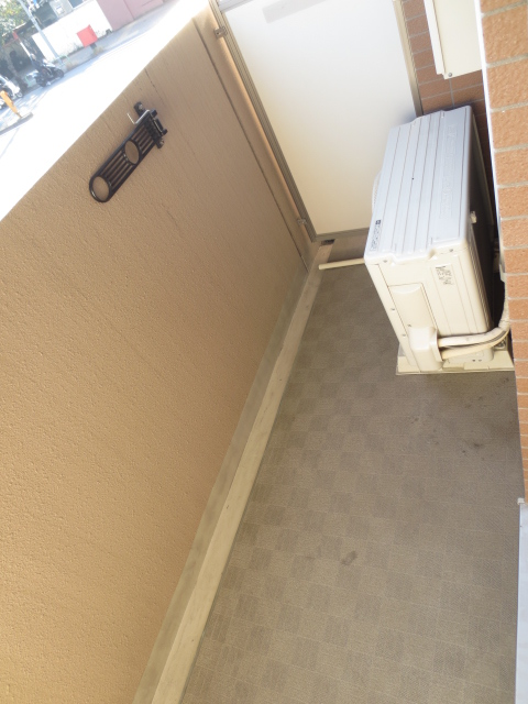スカイコート都立大学第3 208号室のバルコニー
