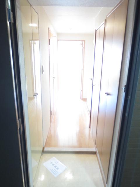 スカイコート都立大学第3 208号室の玄関