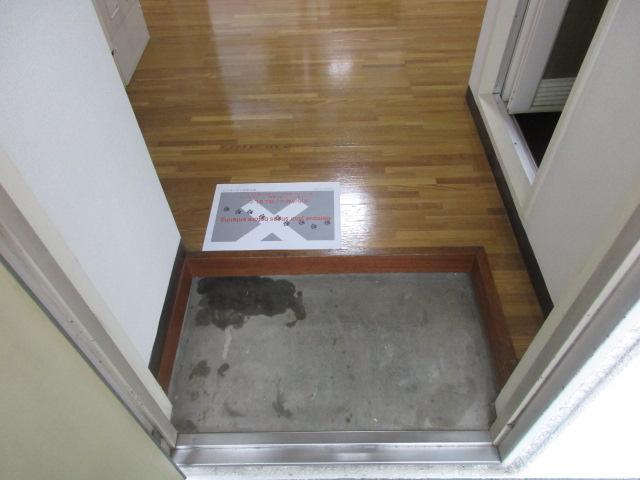 フラッツ上馬 202号室の玄関