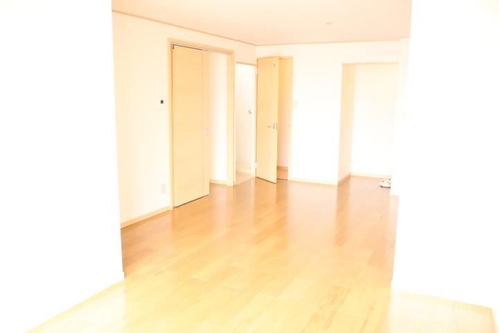 シティハイツ田所 01020号室のリビング