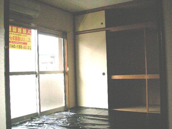 ヴィレッジ愛 02020号室のバルコニー