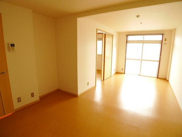 エルディムコスモス 02020号室のリビング
