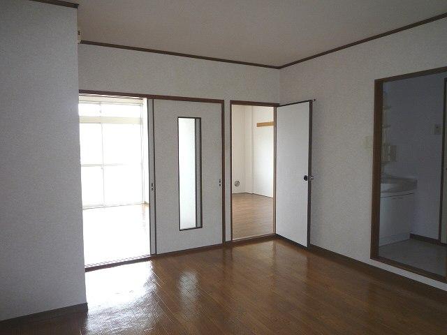 グリーンシティ 02010号室の居室