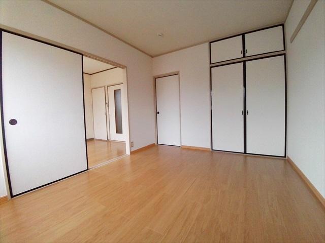 グリーンリバー泉台A 02020号室の居室