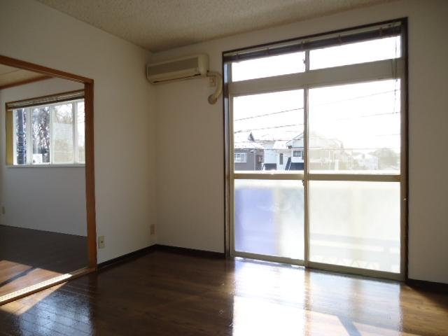 エルディム山田 02010号室のリビング