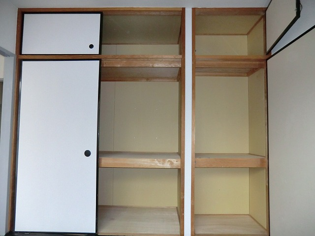 サカエハイツ 02050号室の収納