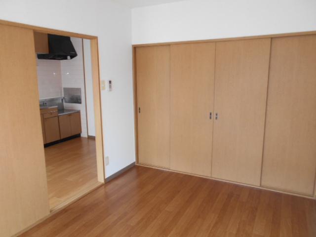 ローレルマンション 01020号室のリビング