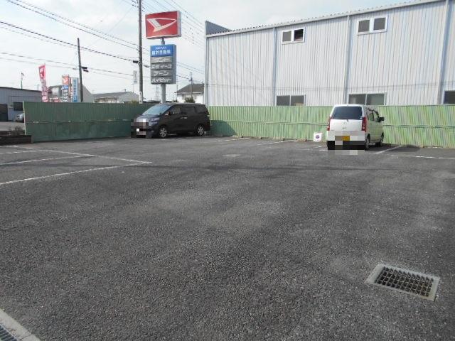 ローレルマンション 01020号室の駐車場