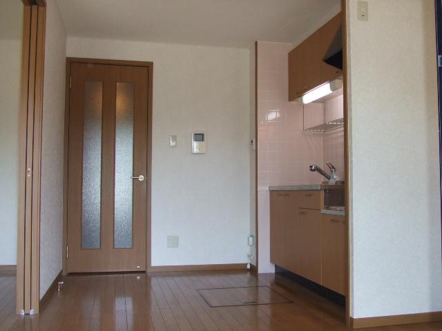 ラ・フォ-レ・フォンテ-ヌ 01020号室のリビング