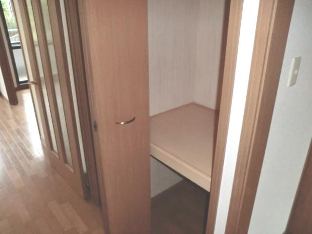 ラ・フォ-レ・フォンテ-ヌ 01030号室の収納