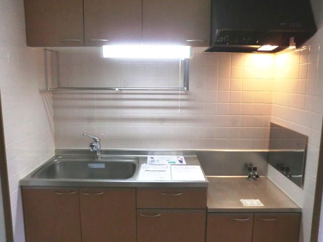 ラ・フォ-レ・フォンテ-ヌ 01030号室のキッチン