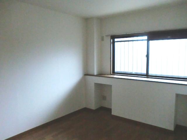 ラ・フォ-レ・フォンテ-ヌ 01030号室のリビング