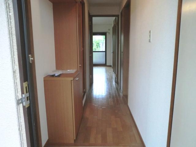 ラ・フォ-レ・フォンテ-ヌ 01030号室の玄関
