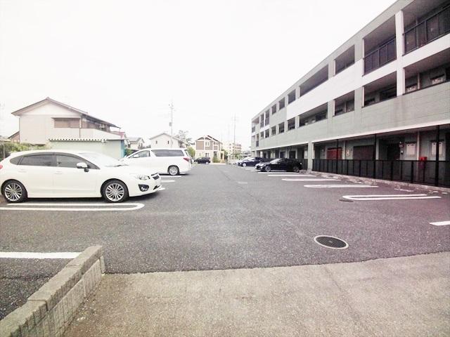ルル-ディ フヨ 03030号室の駐車場