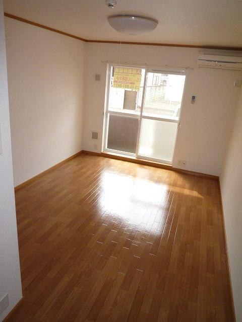 スプリングヒルズ 02060号室のリビング