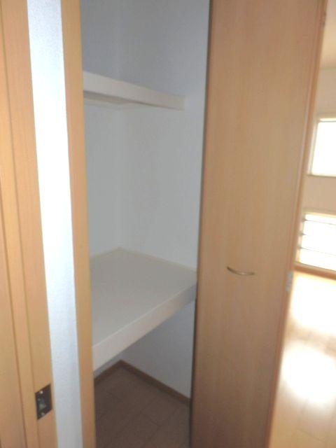 プリミエールレジデンスⅠ 01010号室の収納