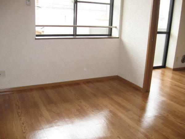 ビュ-ハイム・三橋 02020号室のリビング