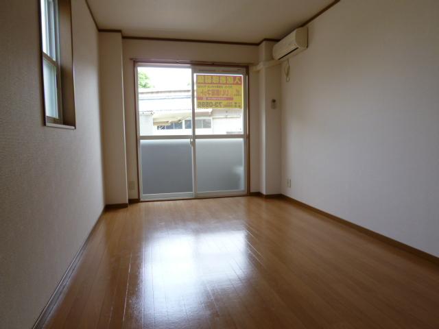 プチメゾンU 01010号室のリビング