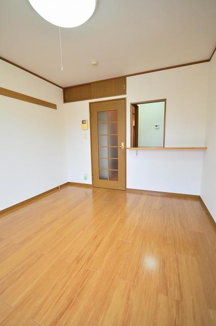 ジュネスハイム奥田A 01030号室のリビング