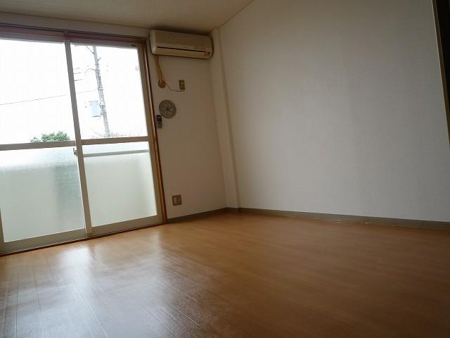 エルハイム 02020号室のリビング
