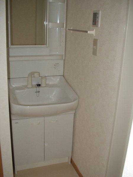 フォーリスト・ヴァリーA棟 02020号室の洗面所