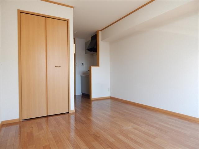 オーブ柏座 01030号室の居室