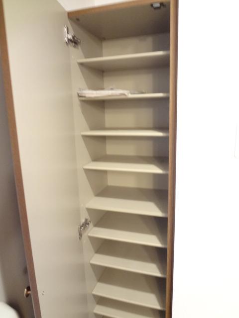 ツイン・ミラージュ 02030号室の収納