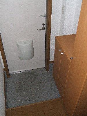 フォレスト・エマ1 02010号室の玄関