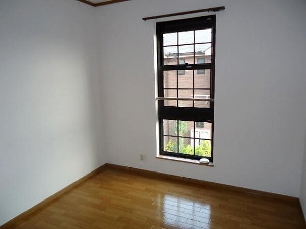 パイングローヴヒルズB 02020号室のリビング