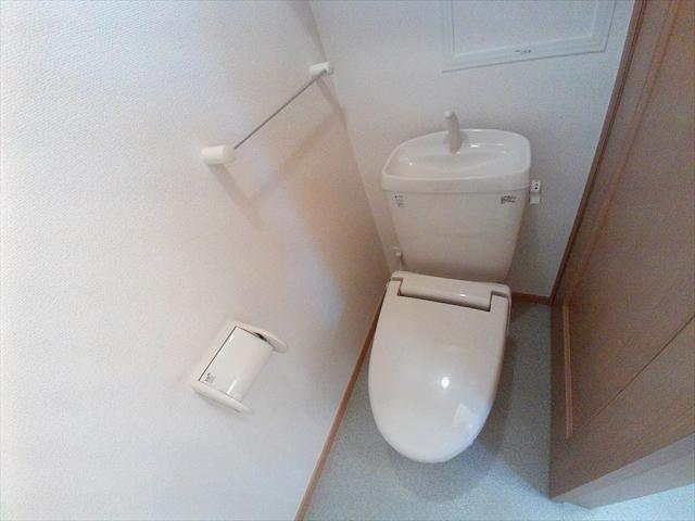バ-ミィ・ブリ-ズ 02040号室のトイレ