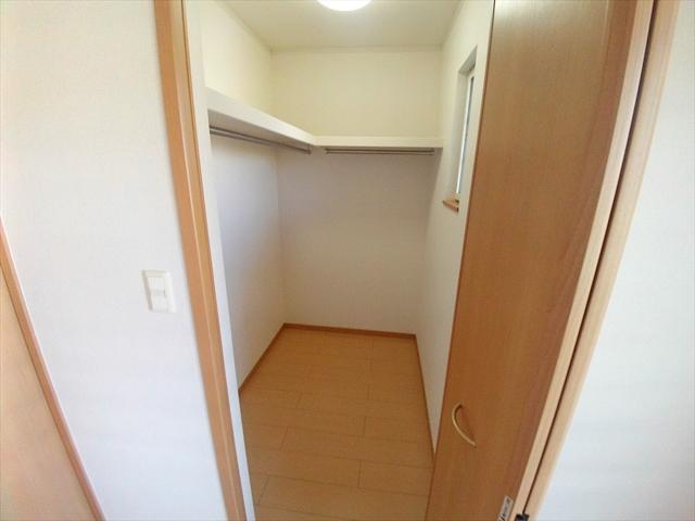 バ-ミィ・ブリ-ズ 02040号室の収納