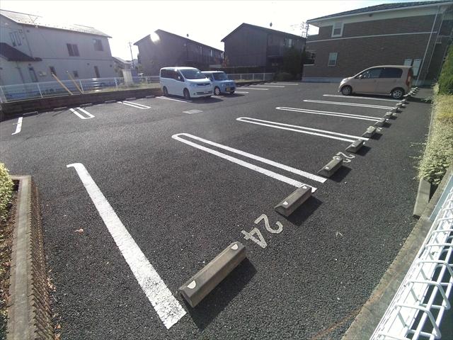 バ-ミィ・ブリ-ズ 02040号室の駐車場