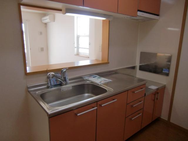 ラ・フルール A 02010号室のキッチン