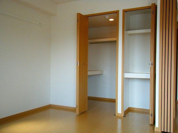 ウィステリア 02040号室の玄関