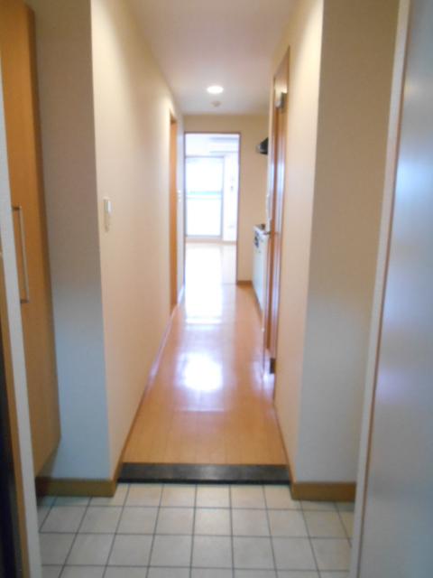 プレ・アビタシオン春日部Ⅱ 01050号室の玄関