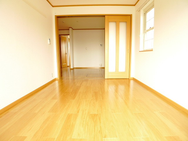 シャルマン弐番館 01020号室のリビング