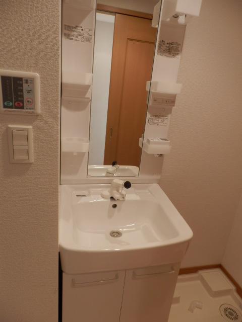 ブローテ本厚木 02010号室の洗面所
