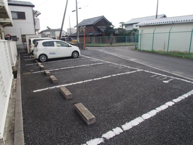 ルミエールハウス 02010号室の駐車場
