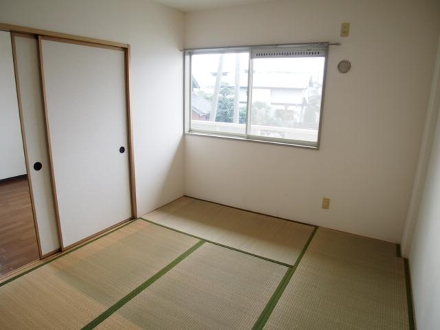 ルミエールハウス 02010号室の居室